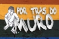 Por tr&aacute;s do muro