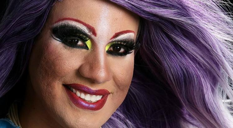 Drag Queen Thania Tumulto no Frequência 2.0